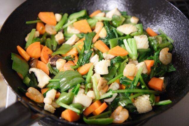 中国人「油で揚げた肉と野菜を!なんと!」