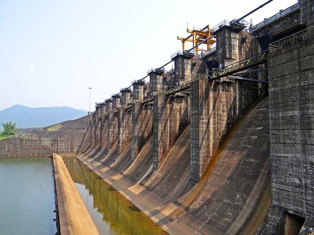 dam-493392_640