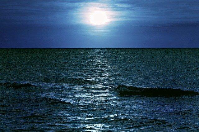 sea-2927115_640