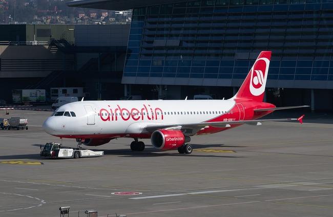 aircraft-2160455_960_720