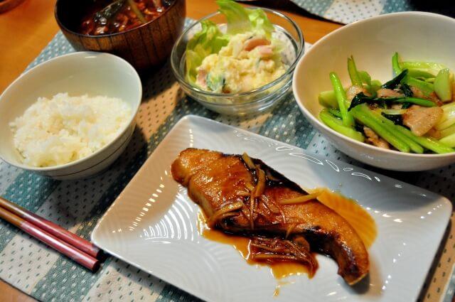 汚くないと分かってても人の家の食事とか食器が苦手な気持ちわかるやつおる?