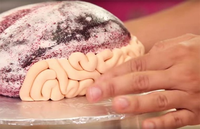 Walking-Dead-Brain-Cake-6
