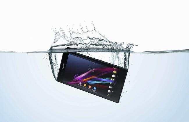 18_Xperia_Z_Ultra_Water_Horiz