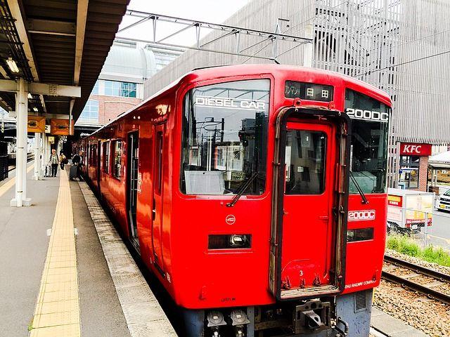 train-1308859_640