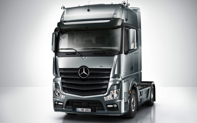 2012-mercedes-actros-front-view-1024x640