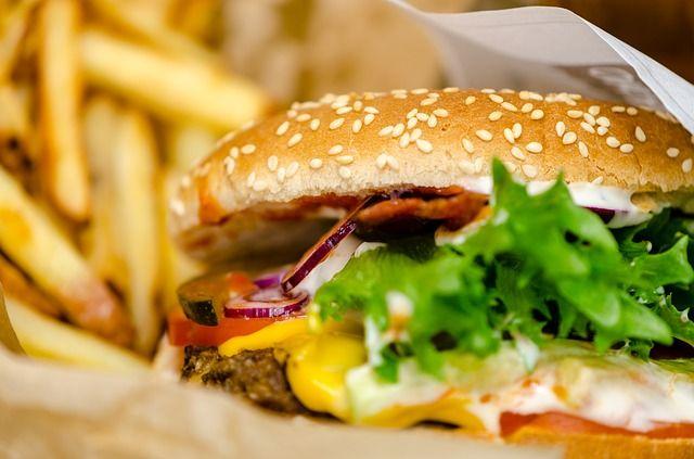 burgers-3203841_640