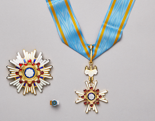 589px-The_Order_of_the_Sacred_Treasure,_Gold_and_Silver_Star