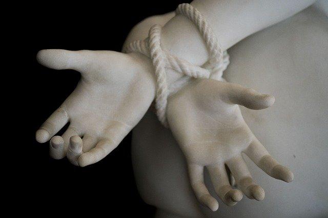 hand-3248046_640