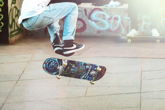 skateboarder-2373728_640