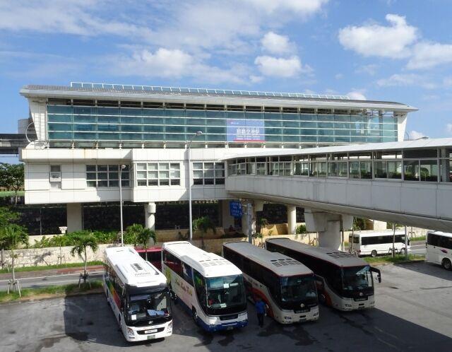 【悲報】 那覇空港で37.5℃以上の熱がある人がPCR検査拒否して空港を出る
