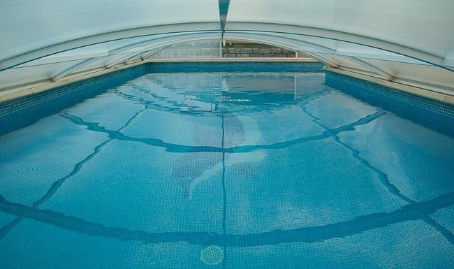swimming-pool-1647498_960_720