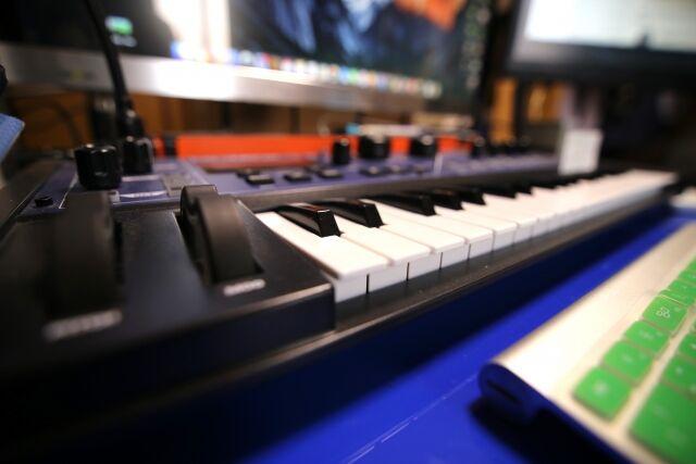 「作曲」←曲作った人やな 「作詞」←歌詞作った人やな 「編曲」←