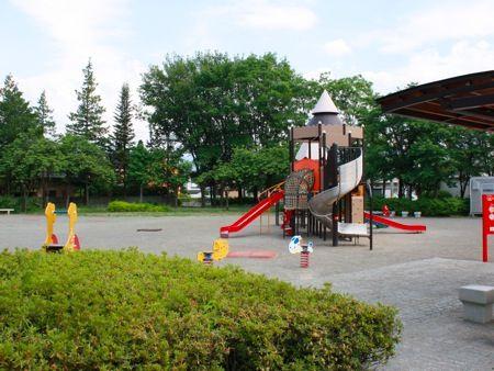最近の公園のルール 「ボール禁止」「大声禁止」「談笑禁止」「自転車禁止」「犬禁止」「飲食禁止」