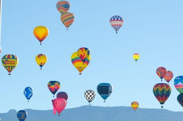 【悲報】 現代人、何故か移動手段に「気球」を使用しない…何故気球は流行らないのか…