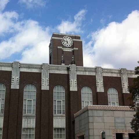 京大生「慶応大の教授が教室をデート場所にするなと怒ってました。一方京大では……」