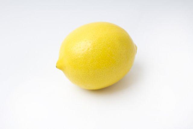 ワイ書店の店員、謎のレモンに困惑