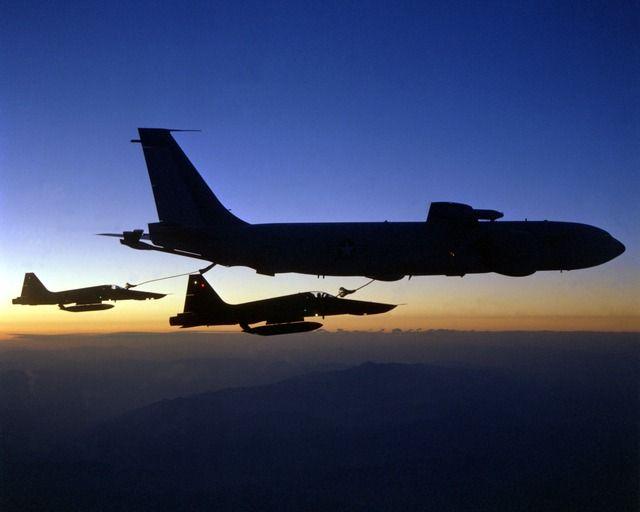 aircraft-1019_640