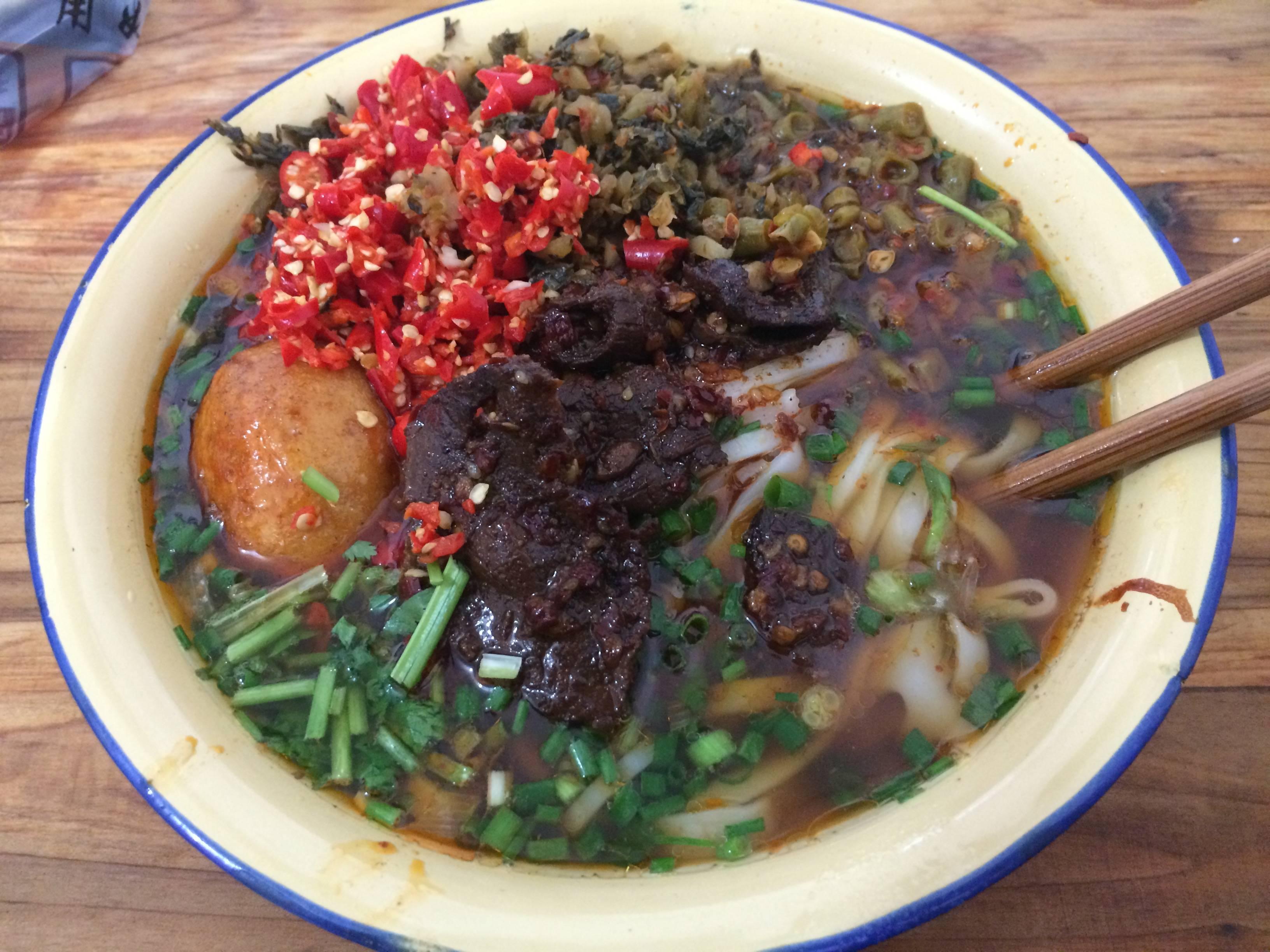 中国料理ってなんで高級店以外盛り付け汚いんだろう?