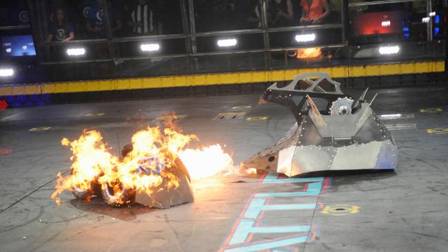 3047032-poster-p-1-battlebots-returns-to-tv
