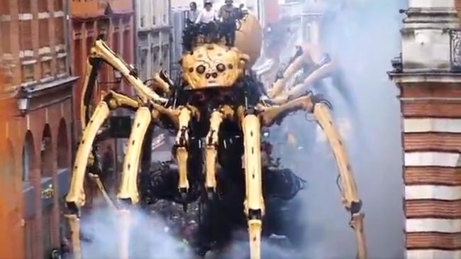巨大なクモ