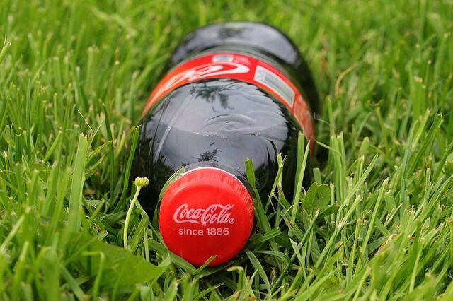 メガネ「ほう、炭酸を抜いてないコーラですか……大したことありませんね」