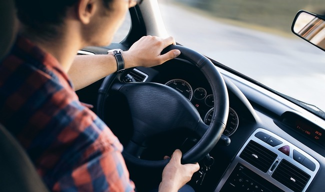 driving-2934477_960_720