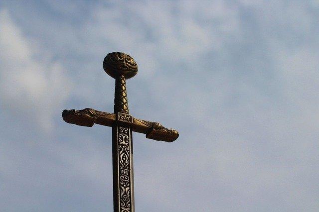 10歳の少年、古の剣を川沿いで発見 北アイルランド