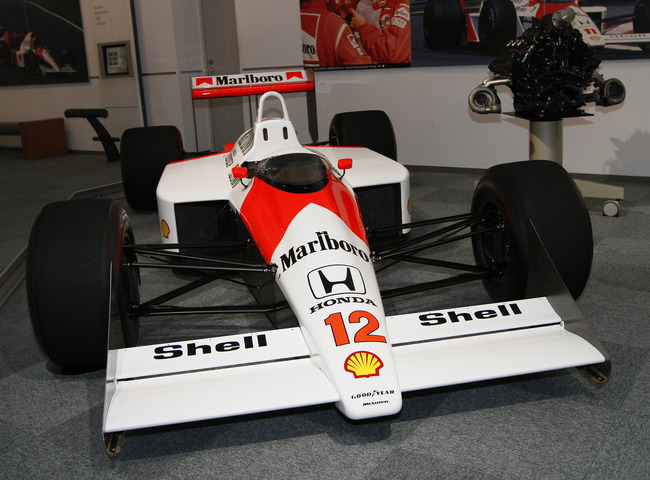McLaren_MP4-4_and_Honda_RA168E_engine_Honda_Collection_Hall