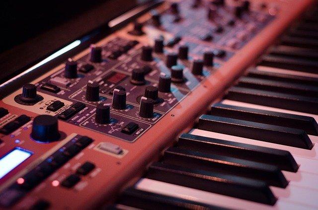 synthesizer-908298_640
