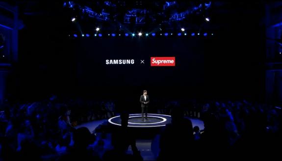 【悲報】 Samsung、supremeの偽物と提携発表
