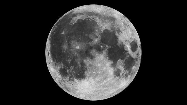 moon-1535927_640