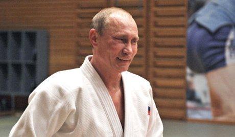 プーチン大統領、空手八段に昇段