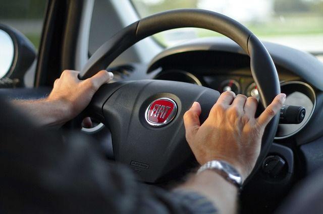 driving-343056_640