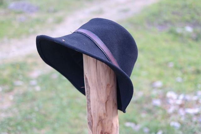 hat-1837757_640