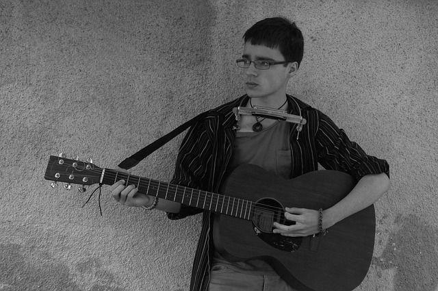 musician-847535_640