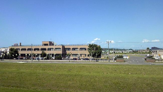 800px-Asahikawa_driver's_license_examination_hall