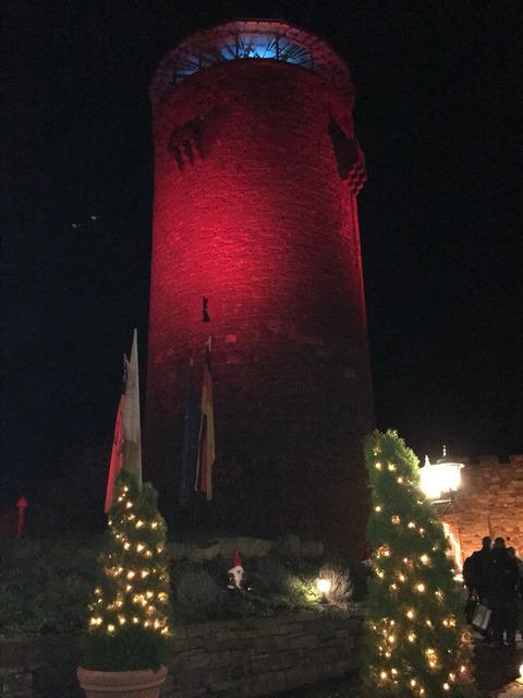 塔の上のラプンツェルのホテルに泊まる