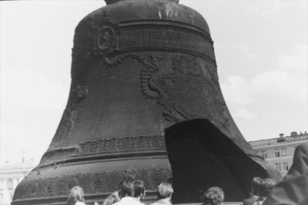 クレムリンに展示されている世界一大きな鐘、「鐘の皇帝(ツァーリ・コロコル... クレムリンに展示
