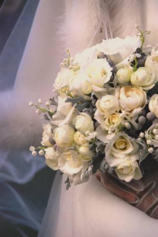 彼女「結婚式はお互いの友達いっぱい呼んで盛大にしたいねっ」の画像