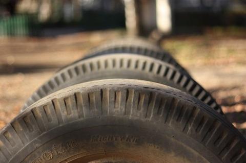 タイヤ遊び