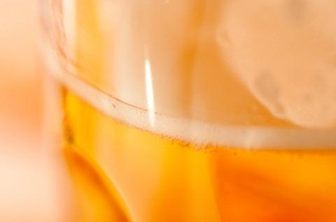 缶ビールを