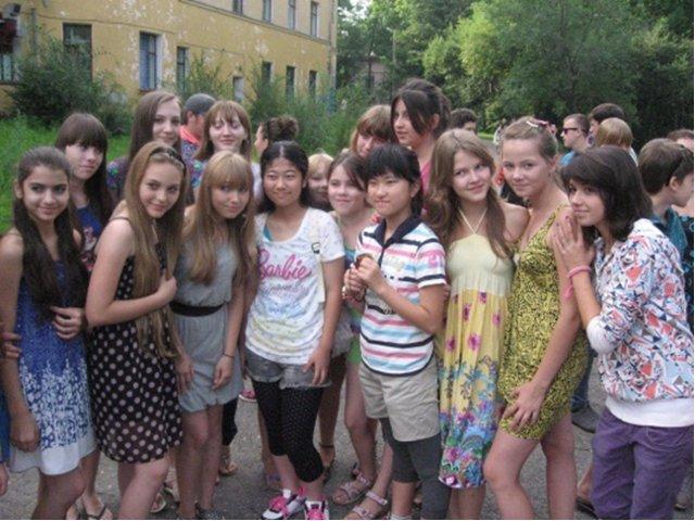 【悲報】日本人と白人少女wwwwwwwwww