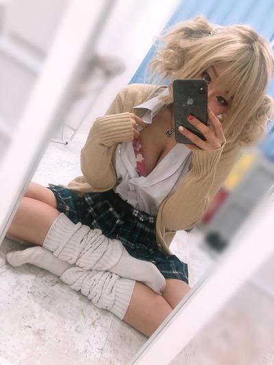 【画像】最近のJK、どんどんスカートが短くなるwwwww