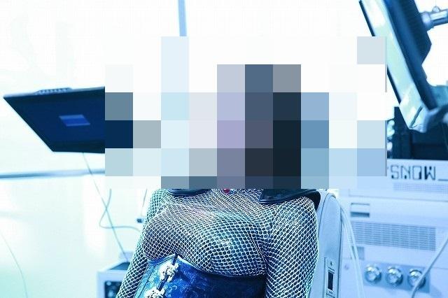 【画像】◯ッキーさん、アンドロイド役で体形くっきりな超えちえちスーツを着て撮影www