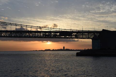 明石海峡大橋の夕陽2