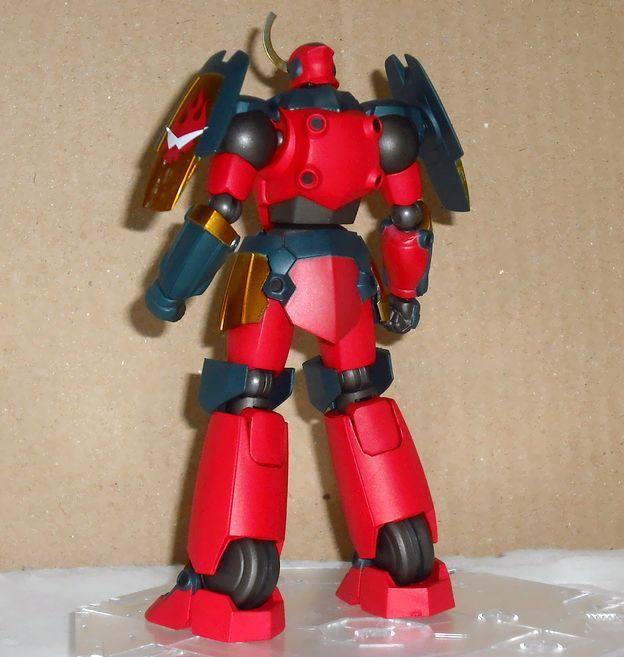 DSCF0044kkk グレンラガン全身。頭小さめで足が大きく、スタイルは設定にかなり忠実。彩.