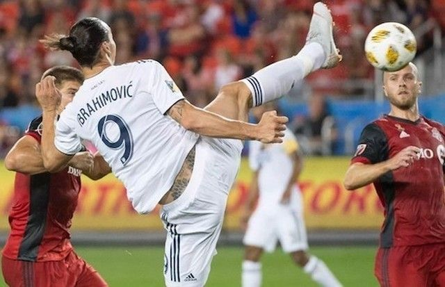 【サッカー】 イブラヒモビッチが得意のテコンドーキックで華麗にゴール!!