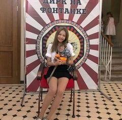 【悲報】韓国人さん、旭日旗に見えるサーカスのセット前で写真撮影した女優に大激怒wwwww