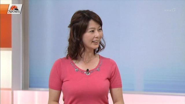 【画像】NHK女子アナの国宝ボディをご覧ください