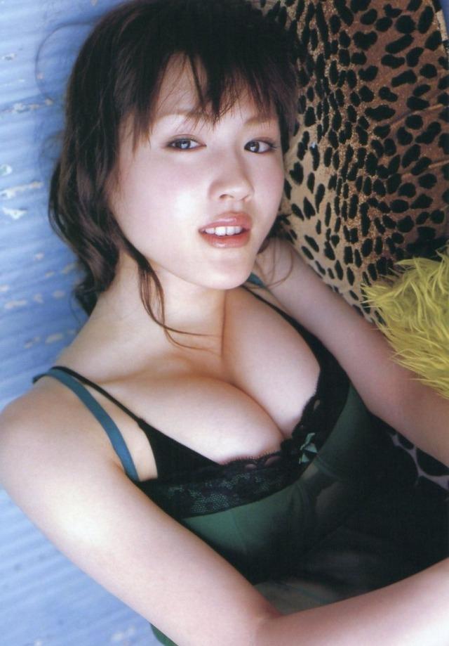 綾瀬はるか(19)がイヤイヤ水着になっていたころの写真